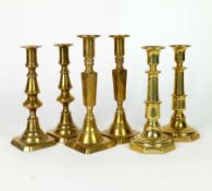 KERZENLEUCHTER, 3 Paar, Biedermeier-Epoche, Messing/ Bronze, quadratische bzw. okotogonale Füße,