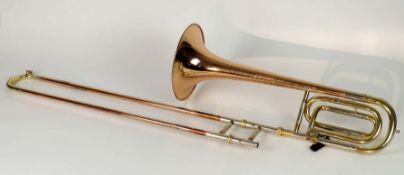 POSAUNE, Modell Symphonic TB 300, Kupfer/ Messing, num. 3429, stärkere Gebrauchsspuren, dazu orig.