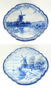 PAAR BILDPLATTEN, Delft, 19.Jh., Fayence, blau-monochrom, ovale Grundform, Profilrahmen 4-fach