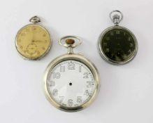 3 Taschenuhren1.) Große Eisenbahneruhr; Doxa; 2.) Militär-Uhr verschraubt; sign. Elgin (USA); Werk-