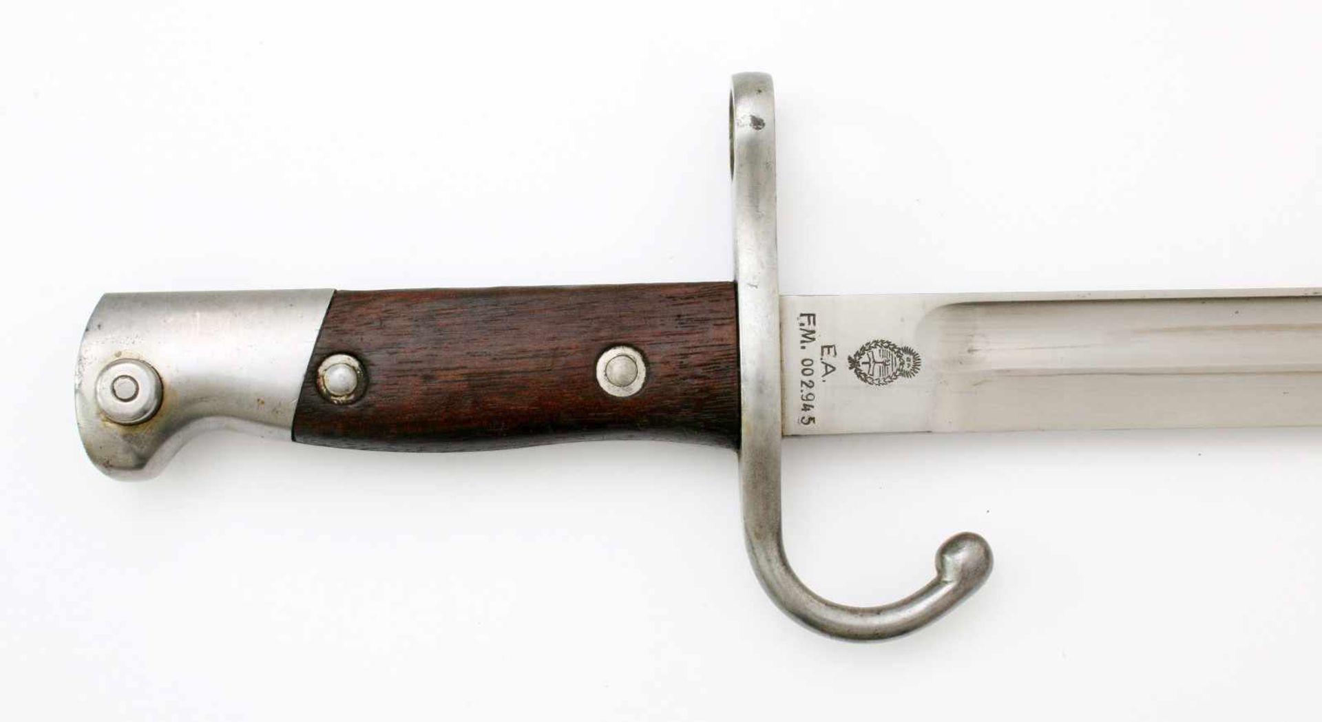 Argentinien - Bajonett Mauser M1909 (Argentinischer Hersteller)Blanke, gekehlte Rückenklinge. - Bild 3 aus 4
