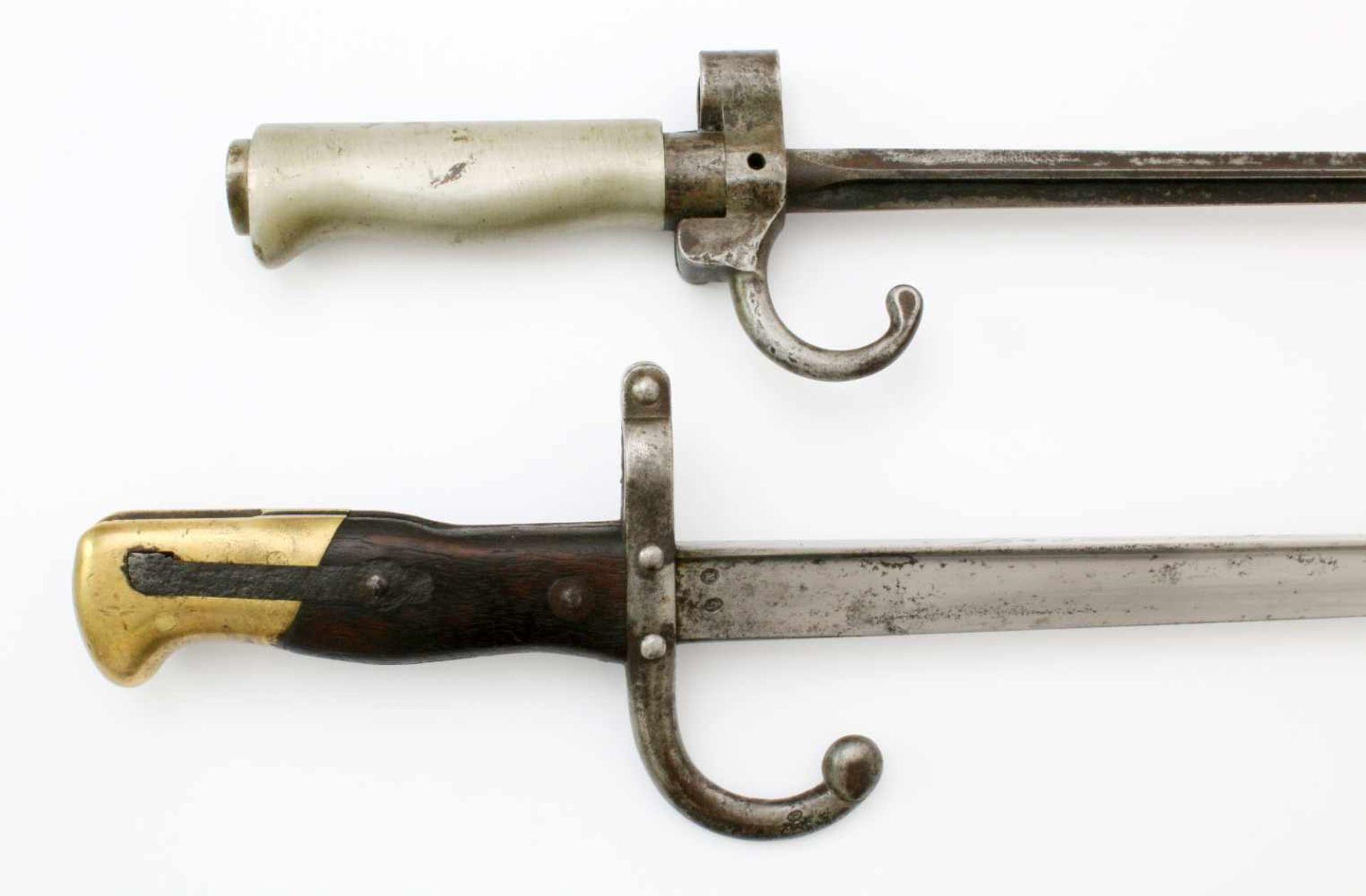 """Frankreich - 2 Bajonette1x Säbelbajonett M1874, auf Klingenrücken Herst. """"St. Etienne Juillet 1878"""". - Bild 3 aus 4"""