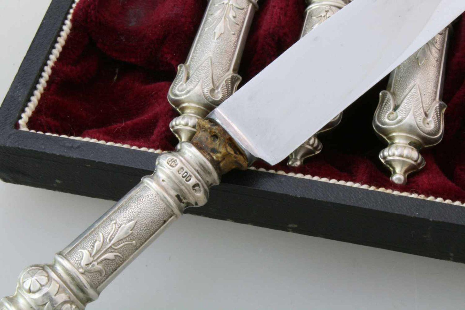 6 silberne Messer um 1900800er Silber, im Originaletui. Länge: 21,5 cm. - Bild 3 aus 4