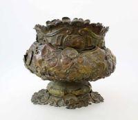 Messing Blumen-Übertopf - 1. Hälfte 19. JahrhundertHandgetriebenes Messing, halbplastisch