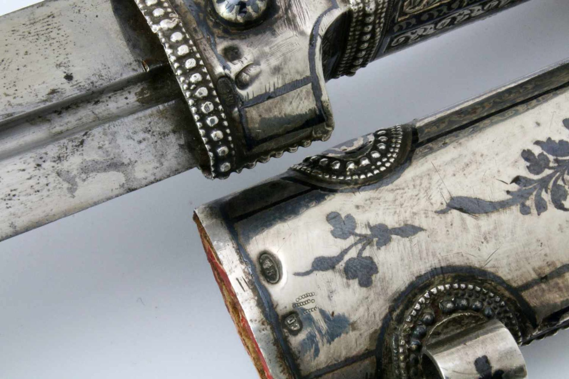 Kaukasus - Silbermontierter Kindjal - datiert 1911Beidseitig gekehlte, zweischneidige Klinge. - Bild 5 aus 5