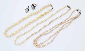 Konvolut Perlenschmuck3 Perlenketten, Silberverschlüsse, (Kunstperlen), Ring und Anhänger mit