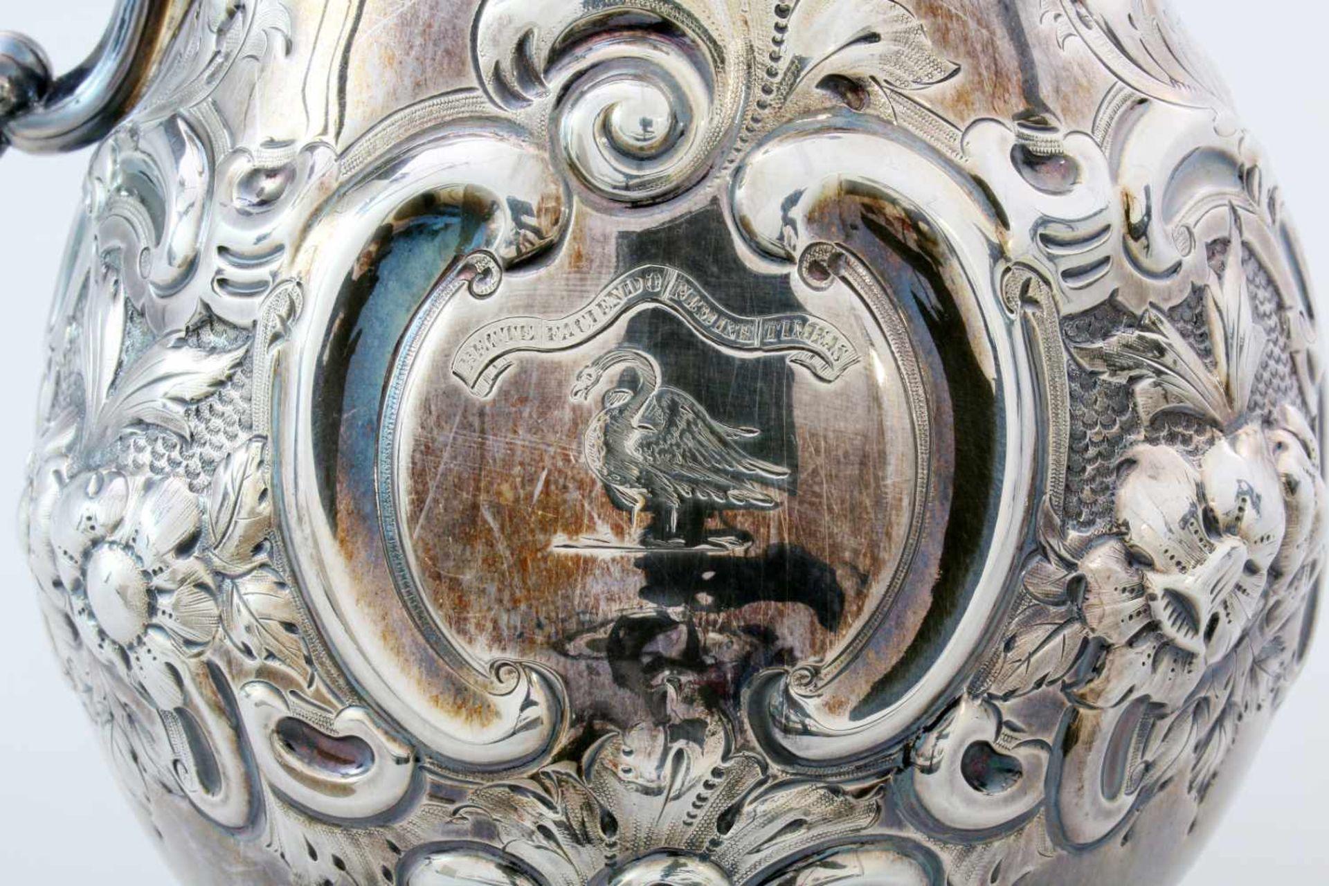Versilberte Kanne - W&G Sissons Sheffield - 19. JahrhundertIm Fuß Glockenmarke von Sissons, - Bild 4 aus 5