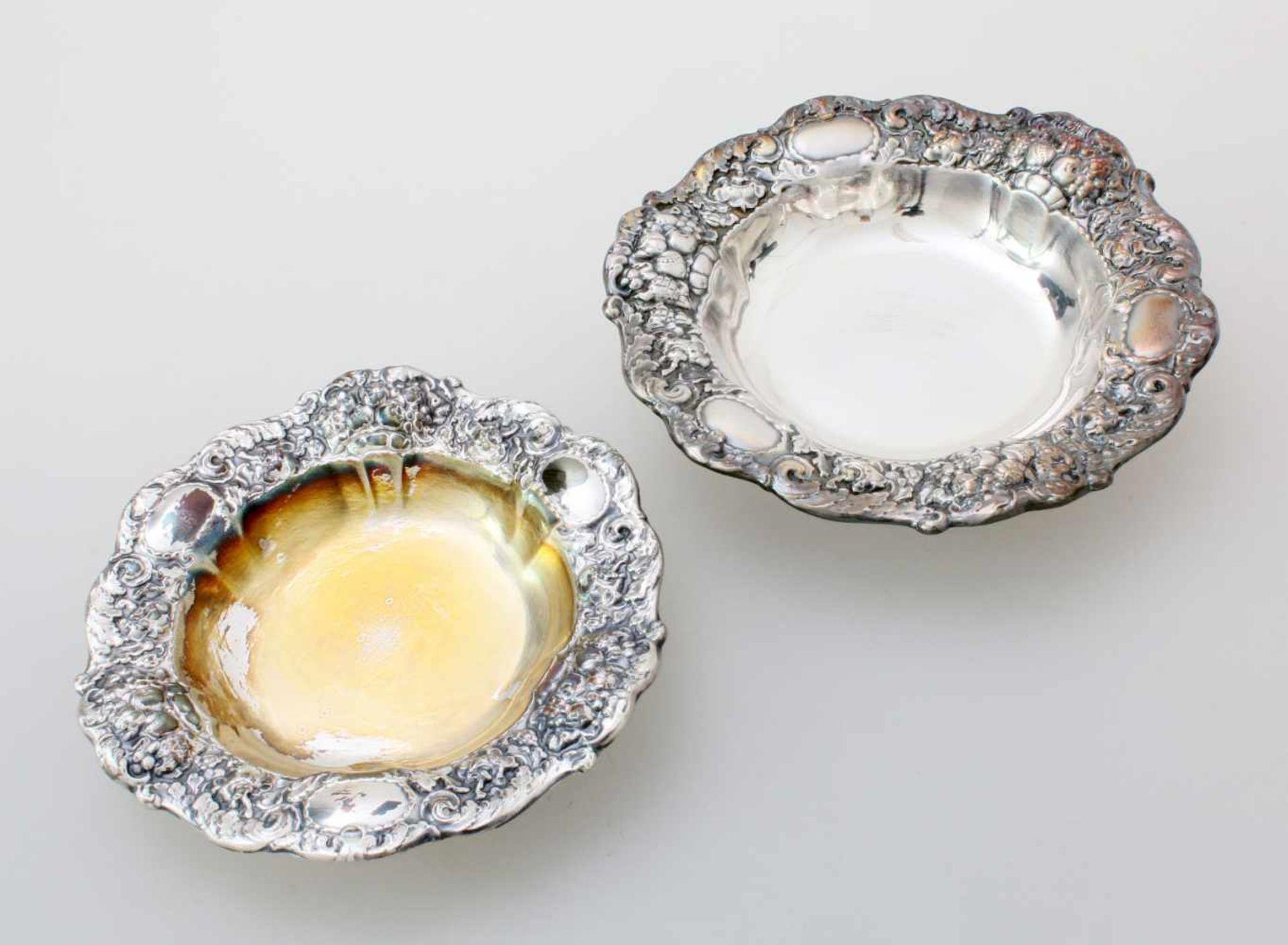 2 silberne Schälchen925er Silber, geschwungener und gedrückter Rand mit Jugendstilzier, Ø 12 und