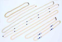 7 Perlenketten2x Biwa Perlen, 1x Akoya mit Goldverschluss, 3x mit Silberverschluss.