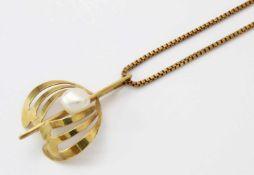 Gelbgold Perlenanhänger mit KetteGG 585, auf Anhänger weiße Perle Ø 7 mm, Kette Länge: 56 cm,