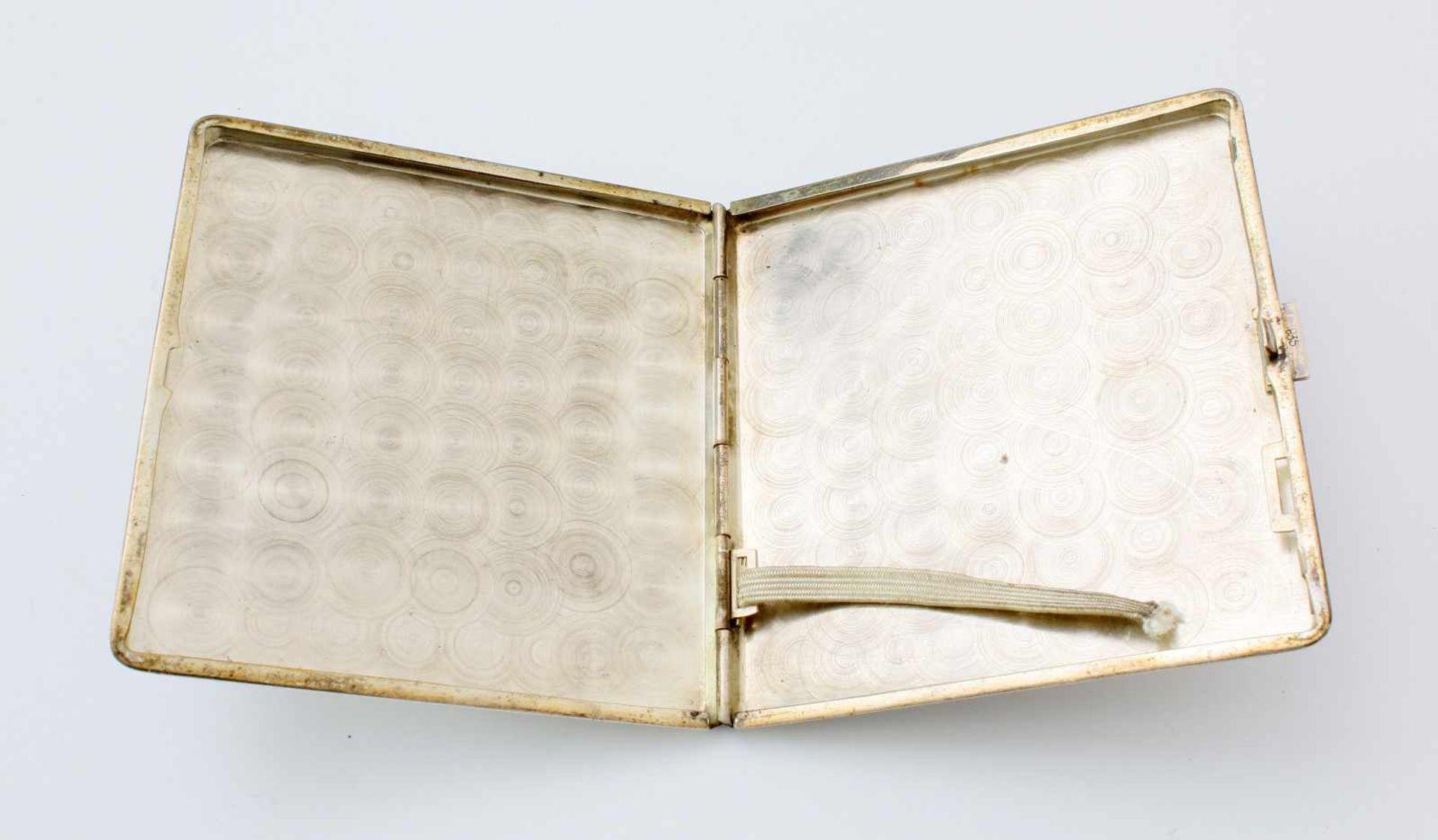 Silbernes Zigarettenetui und ZigarettenspitzeOberseite fein wellenguillochiert, Rückseite - Bild 2 aus 2