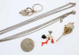 Konvolut Silber- und Goldschmuck - 19. JahrhundertSchlüsselanhänger für Westentasche 13 lötiges
