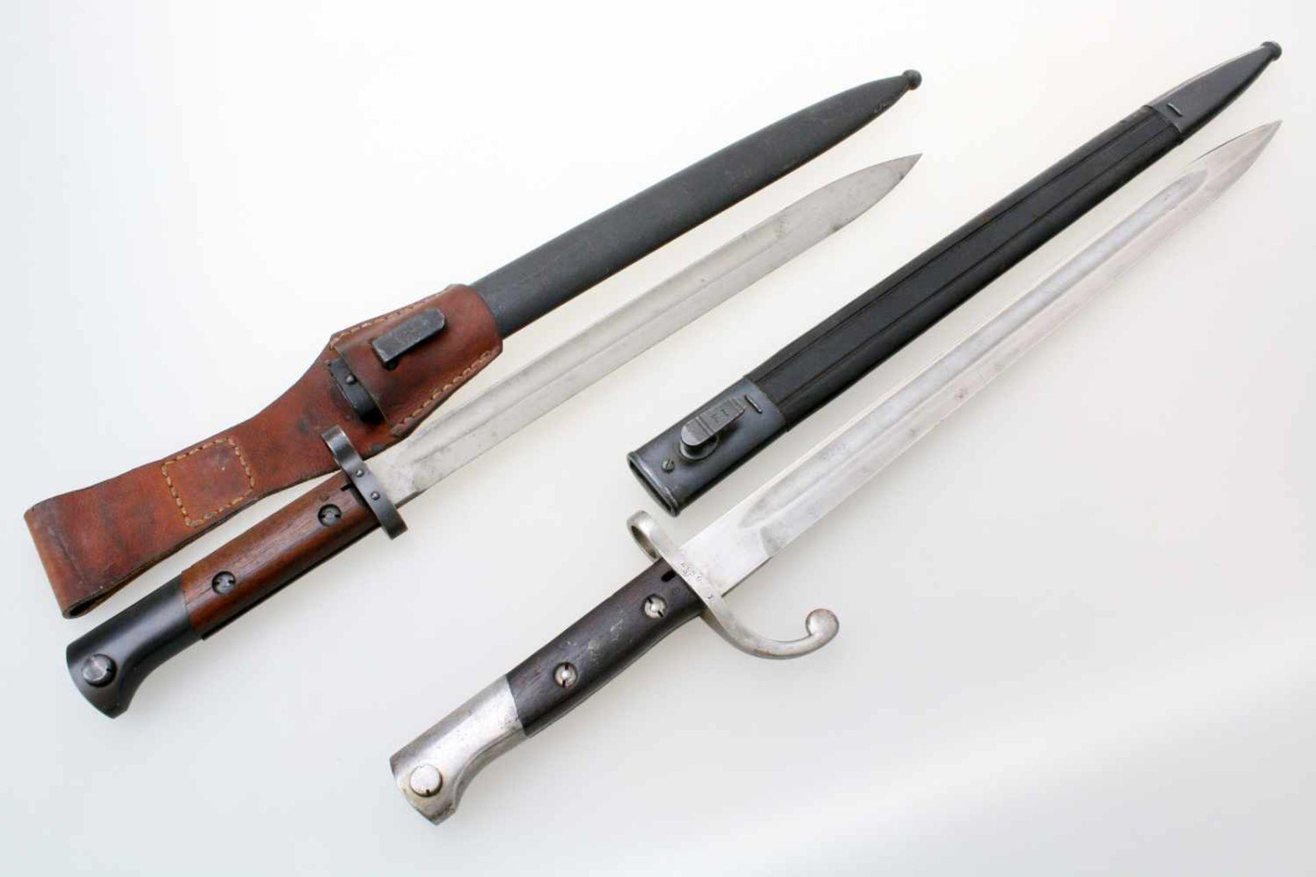 Brasilien / CSR - 2 Bajonette1x Bajonett M1908/34. Gekehlte Rückenklinge, Parier benummert,