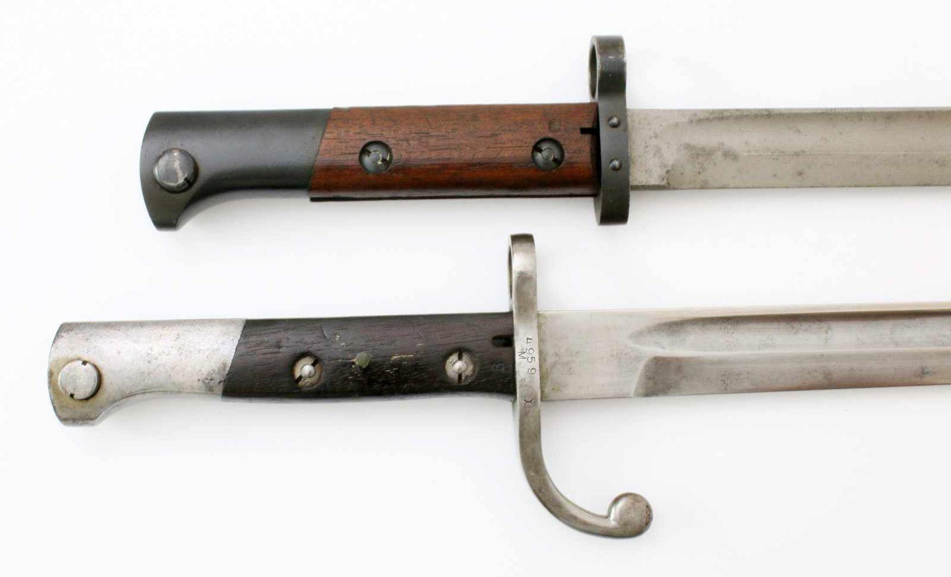 Brasilien / CSR - 2 Bajonette1x Bajonett M1908/34. Gekehlte Rückenklinge, Parier benummert, - Bild 3 aus 4