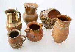 Irdenware - Krüge, Kannen u.a. - 19. Jahrhundert6 Teile. Kanne, brauner Scherben glasiert,
