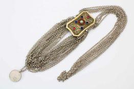 Silberne Kropfkette mit Steinbesatz um 186013-lötiges Silber, 18 Strangkette, mehrpassige