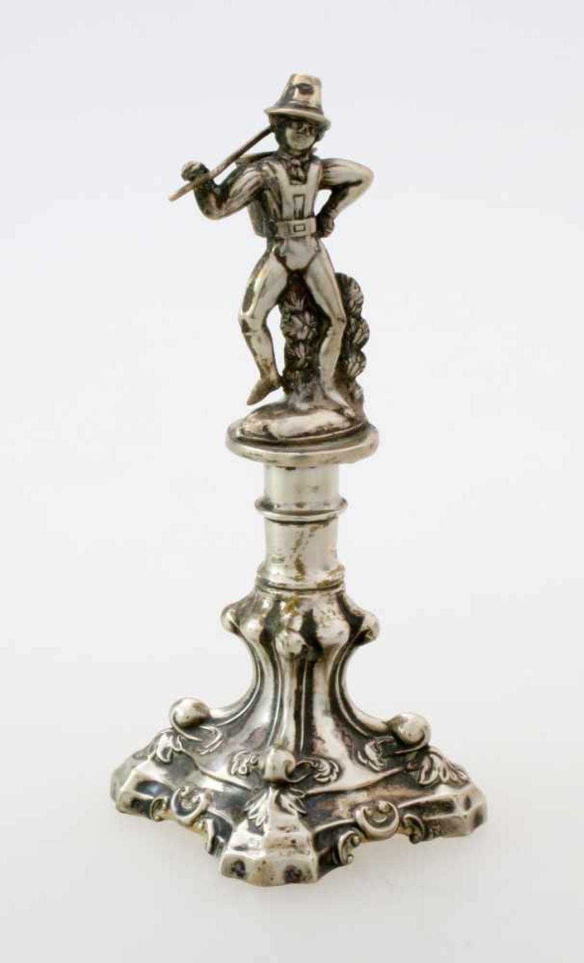 Silberner Kerzenleuchter um 1830Mehrpassiger Volutensockel, floral verziert, Balusterschaft,