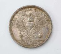 Silbermedaille 1711 - Kaiserkrönung Karls VI.Stempelschneider P. H. Müller, im Medaillon mittig Karl
