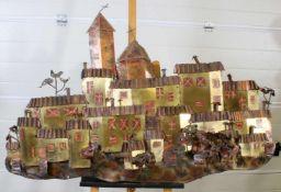 Kunstplastik - Katalanisches DorfBuntmetallarbeit, Ansicht eines Dorfes mit Kirche, Häusern und