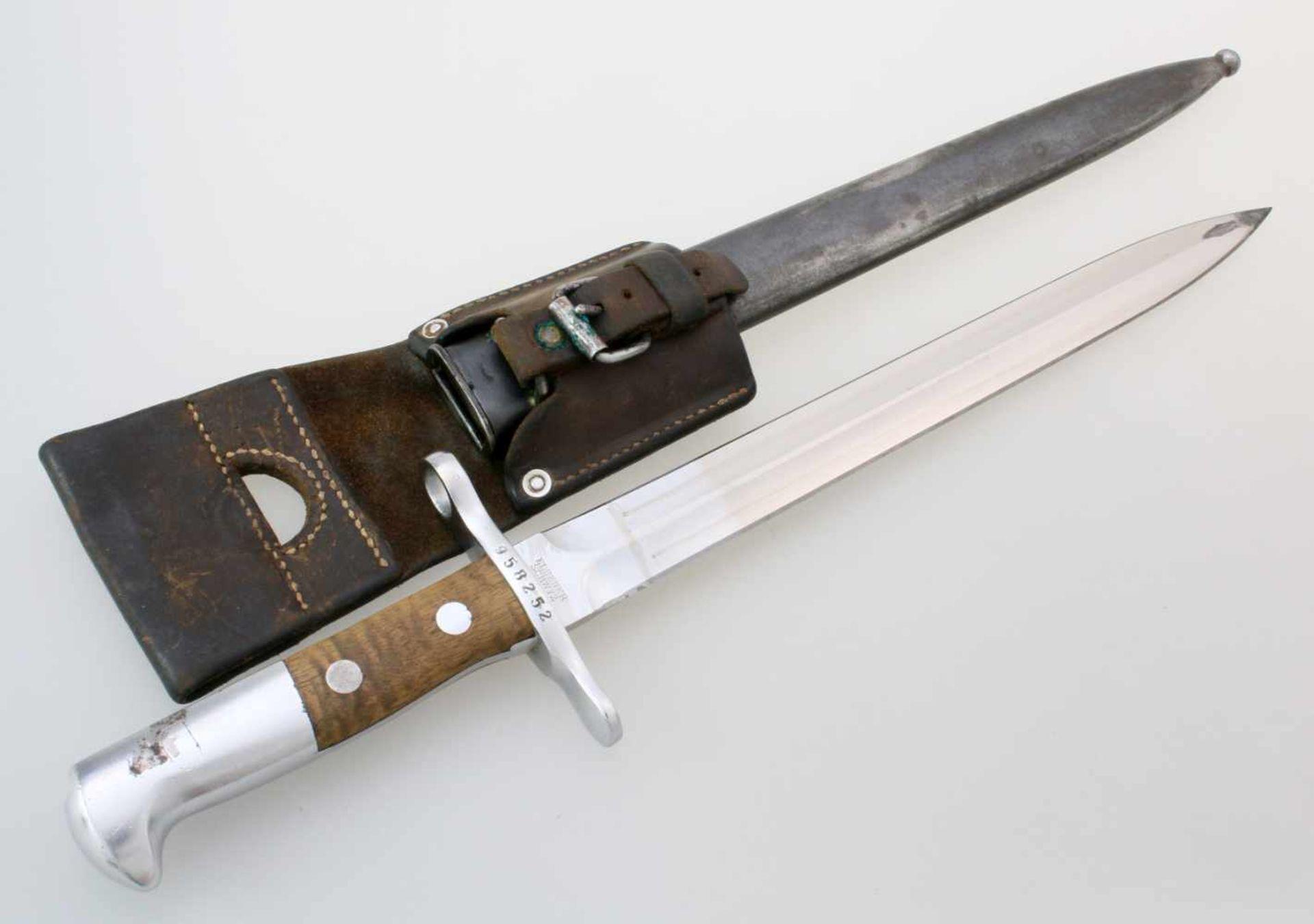 """Schweiz - Dolchbajonett Schmidt Rubin M1918/1931Zweischneidige, gegratete Dolchklinge, Herst. """""""