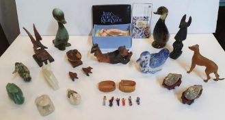 Quantity of various small collectables (19)