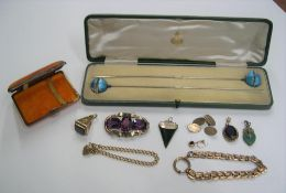 Collection of antique jewellery to include a boxed pair of hairpins, a cigarette case, a Pinchbeck