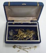 Good collection of 9ct gold, unmarked gold &/or gold coloured metal to include at least 7 grams of