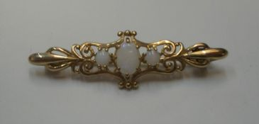 Antique 9ct yellow gold brooch with 3 opals Approx 2.7 grams gross