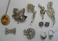 Collection of good quality costume jewellery to include a 1960s pearl & turquoise ring (10 items)