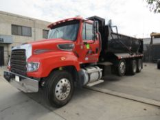 2014 FREIGHTLINER DUMP TRUCK 114SD, WITH 14 TON CAP. ASPHALT HOTBED, TOW HITCH COUPLING, 3RD AXLE