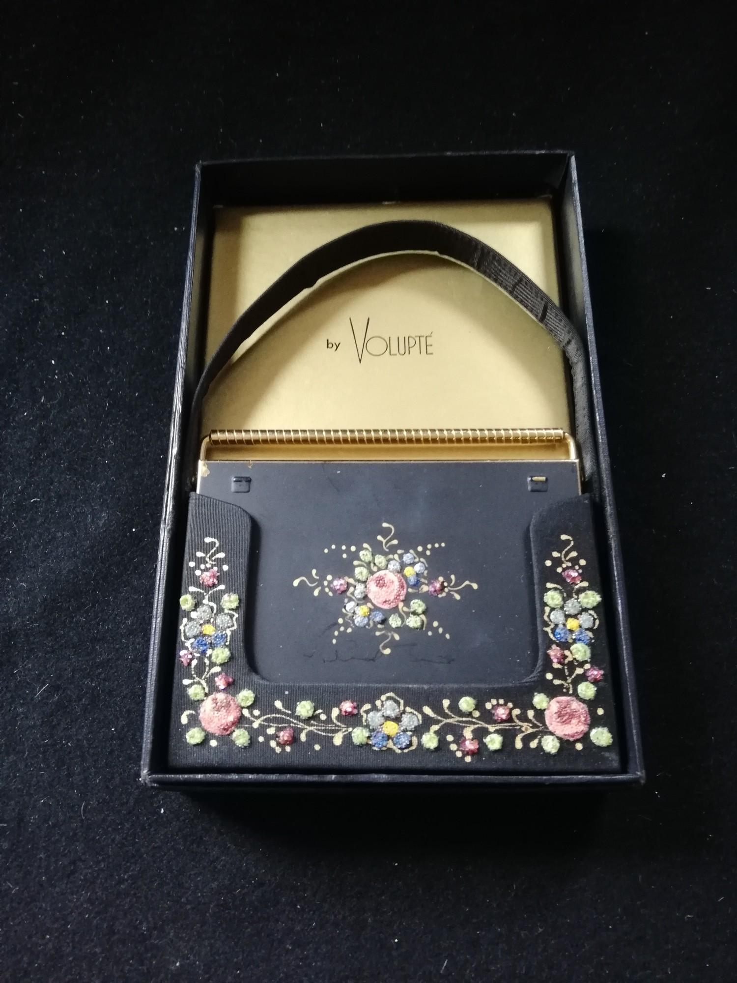 Lot 132 - Rare 1930's Volupté carryall with 'swing lock' handle in original box with fabric carry case