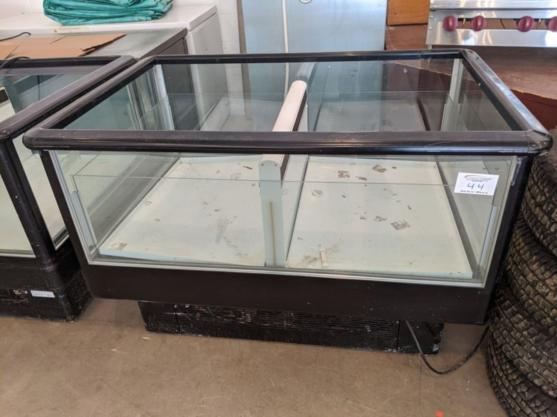 Lot 44 - Refrigerated Reach in Produce Merchandiser on Casters
