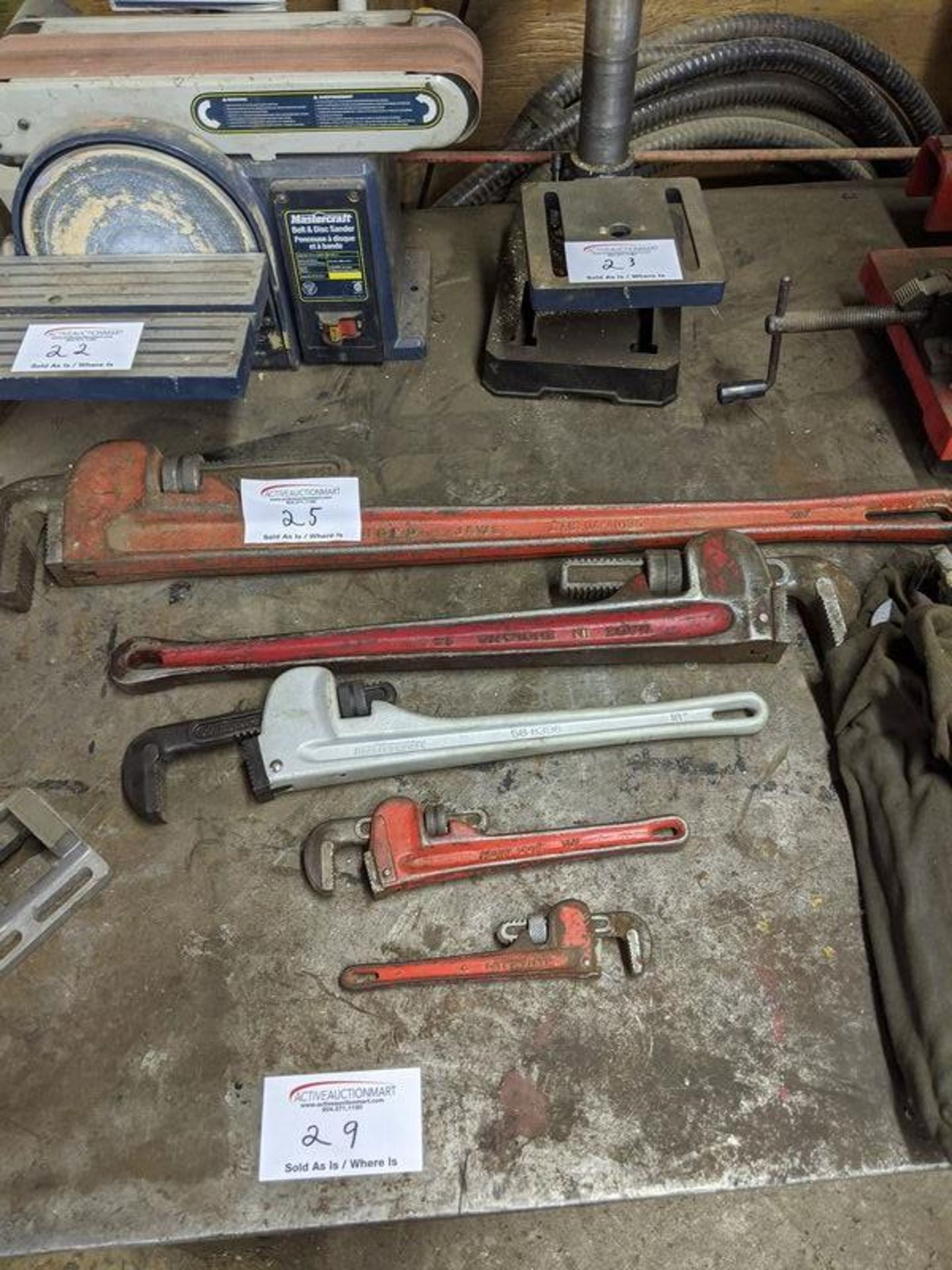 Lot 25 - 5 Pipe Wrenches