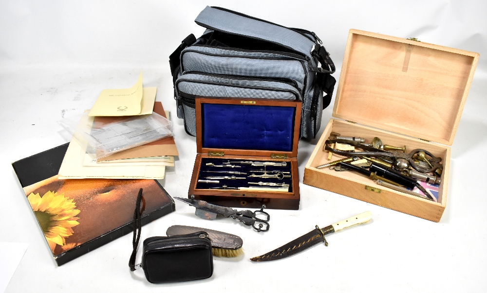 Lot 56 - A mixed lot of assorted collectors' items to include rosewood cased drawing implements, vintage