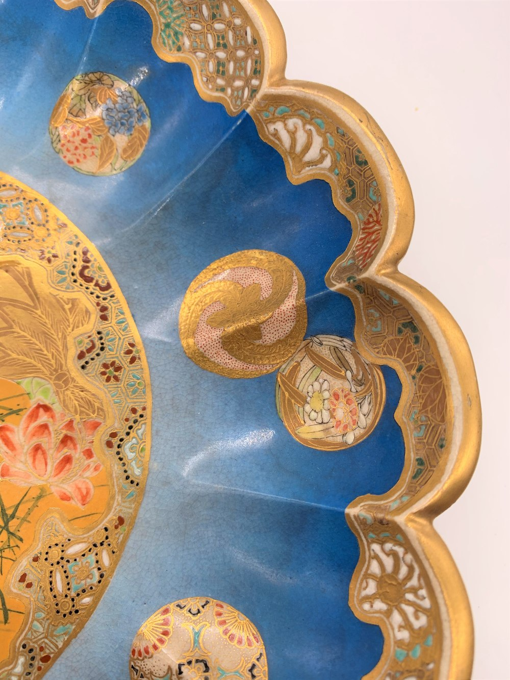 TAIZAN YOHEI; a good Japanese Meiji period Satsuma dish with scallop moulded border and central - Image 3 of 7