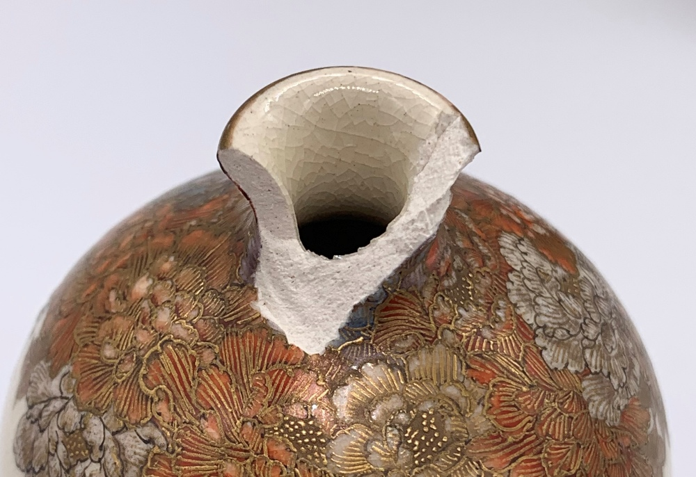A pair of miniature Japanese Meiji period Satsuma vases decorated with continuous landscapes, both - Image 5 of 9