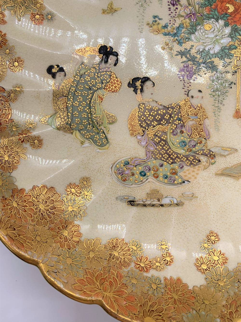 RYUN FUZAN; a good Japanese Meiji period Satsuma dish with scallop moulded floral decorated border - Image 3 of 6