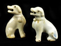 A small pair of mid-18th century Chinese Export porcelain dogs or hounds, height of each 6.9cm (2).