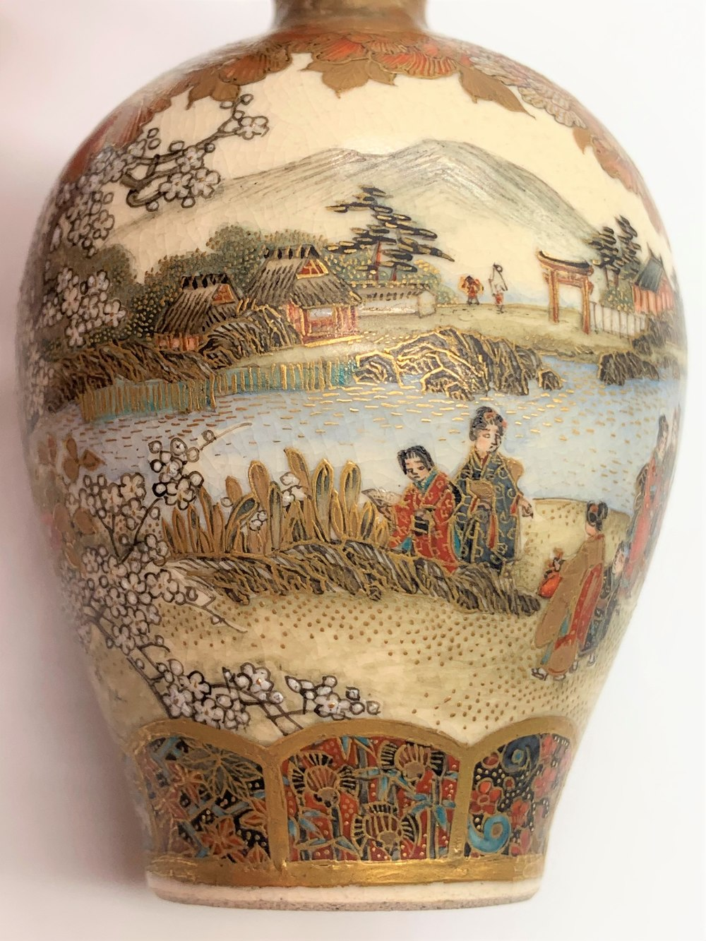 A pair of miniature Japanese Meiji period Satsuma vases decorated with continuous landscapes, both - Image 8 of 9