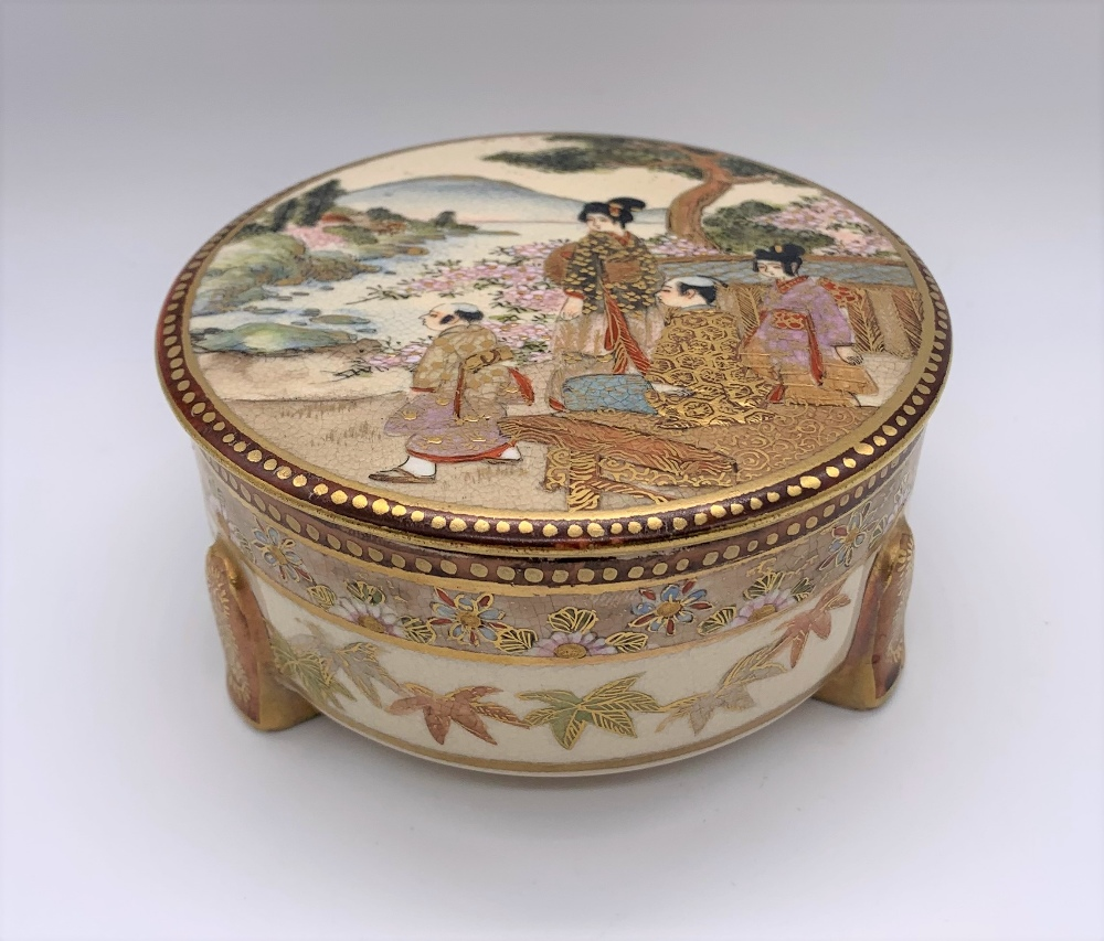 A Japanese Meiji period Satsuma kogo with figures painted to the lid, internal floral sprays and - Image 9 of 9