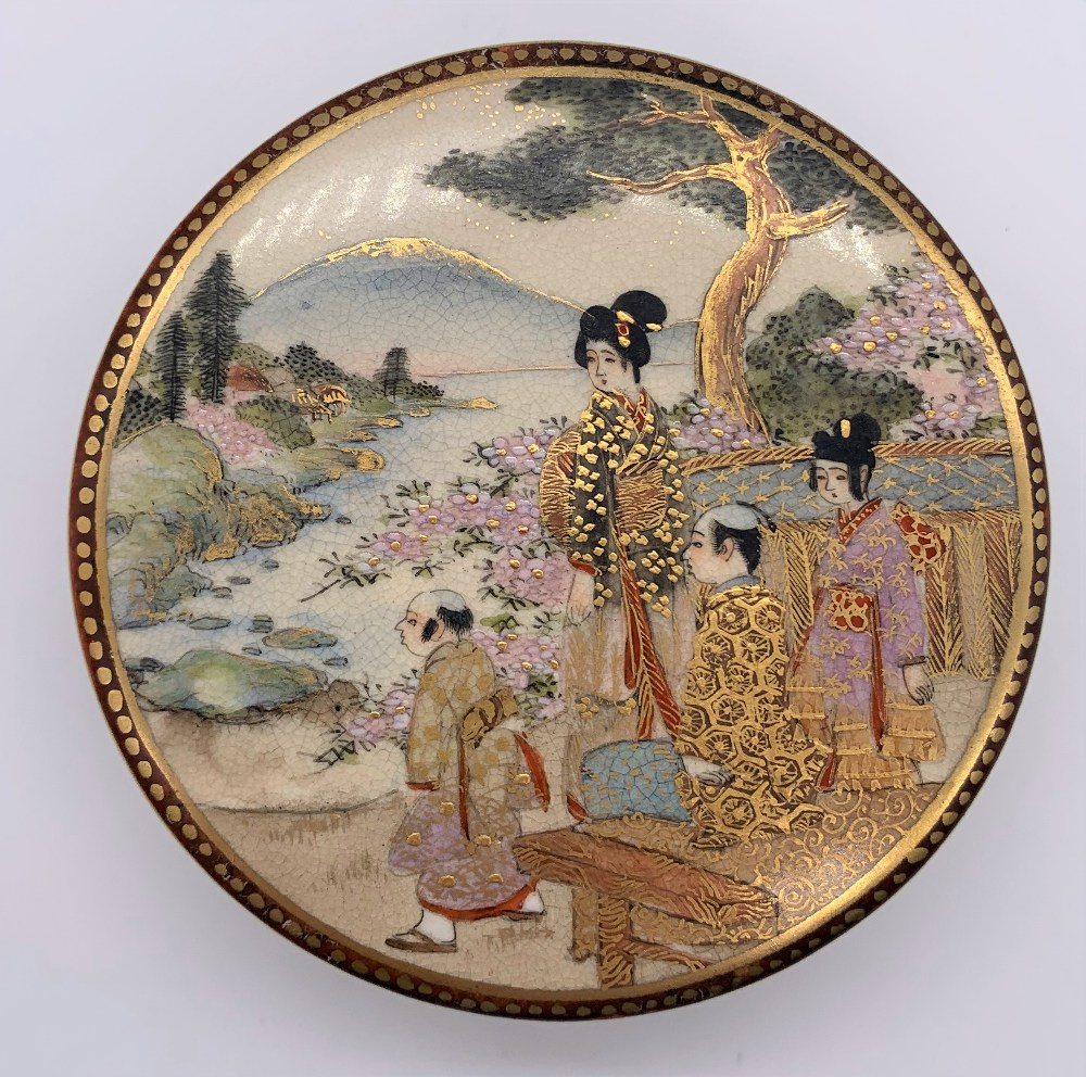 A Japanese Meiji period Satsuma kogo with figures painted to the lid, internal floral sprays and - Image 2 of 9