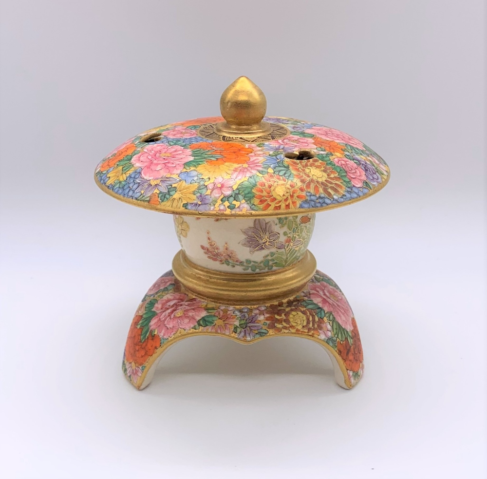 An unusual Japanese Meiji period Satsuma koro in the form of a finial with pierced upper bowl - Image 2 of 8