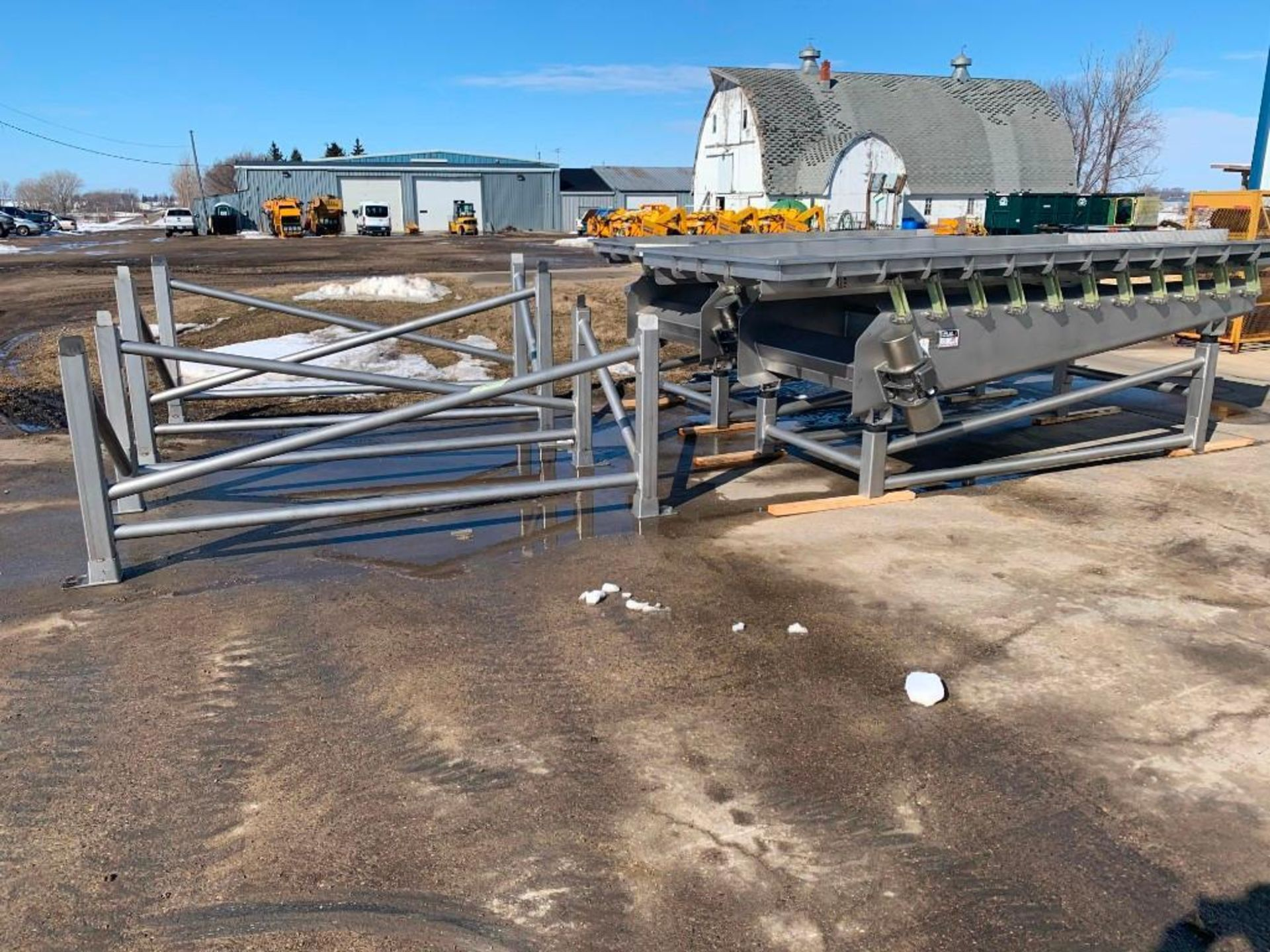 Reyco Systems stainless steel vibratory conveyor - like new - Image 3 of 5