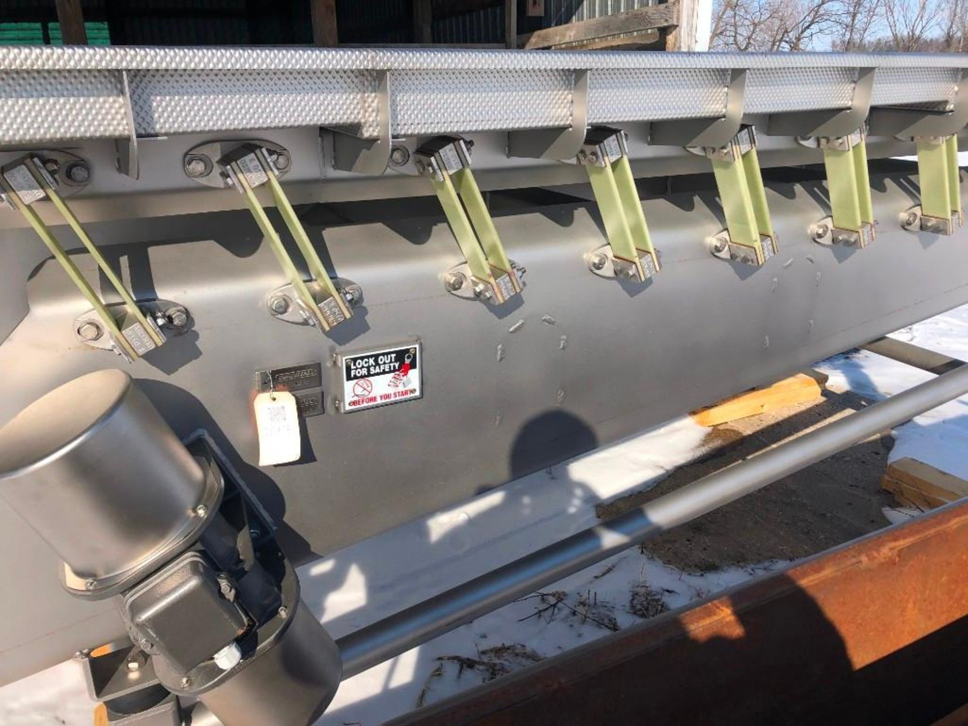 Reyco Systems stainless steel vibratory conveyor - like new - Image 10 of 23