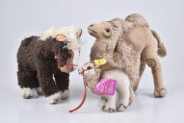 STEIFF 3TiereHocky Dromedar, KF, Nr. 1453/ 14, 2x ohne Knopf und Fahne, Cosy Kamel, Cosy Pony mit
