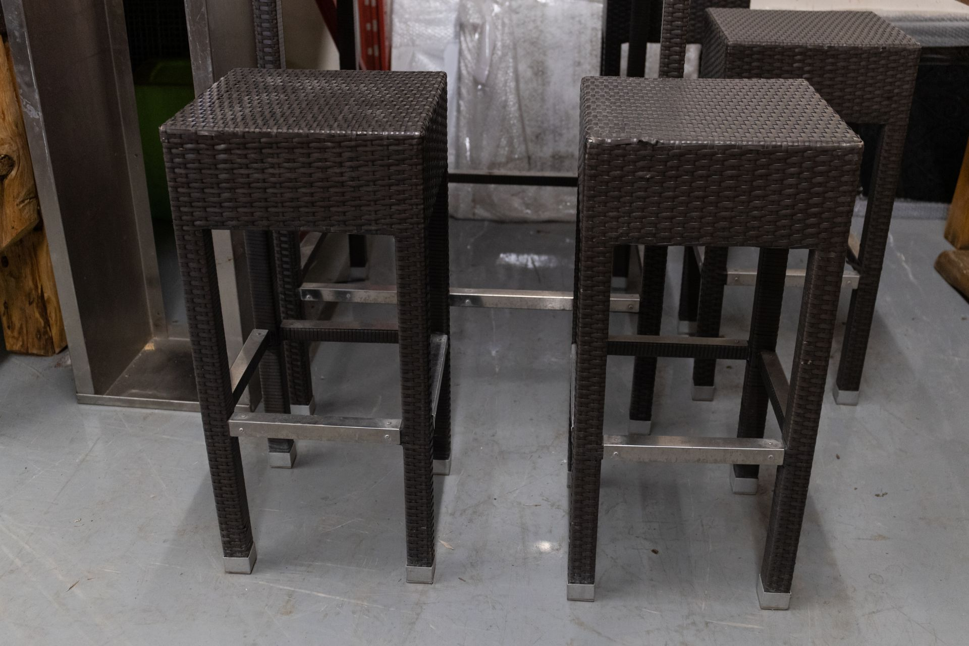 """OUTDOOR FAUX WICKER HIGHTOP TABLE WITH 4 STOOLS H- 43"""" W- 29"""" BY 29"""" - Image 4 of 4"""