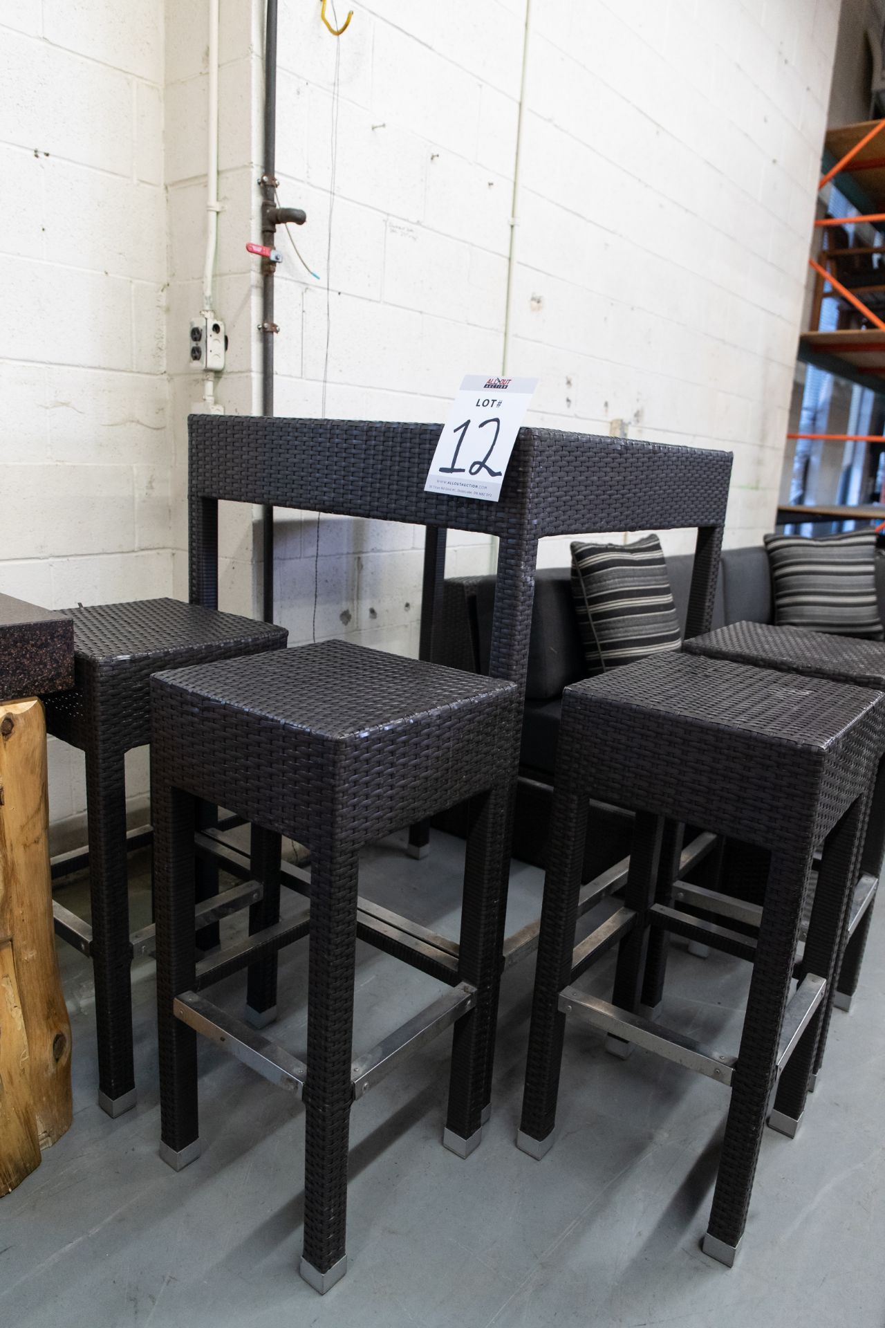 "OUTDOOR FAUX WICKER HIGH TOP TABLE WITH 4 STOOLS H-43"" W- 29""BY 29"" - Image 3 of 4"