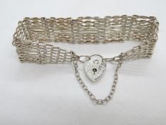 Vintage silver 8 bar gate bracelet with lock and chain London 1979 20.6g