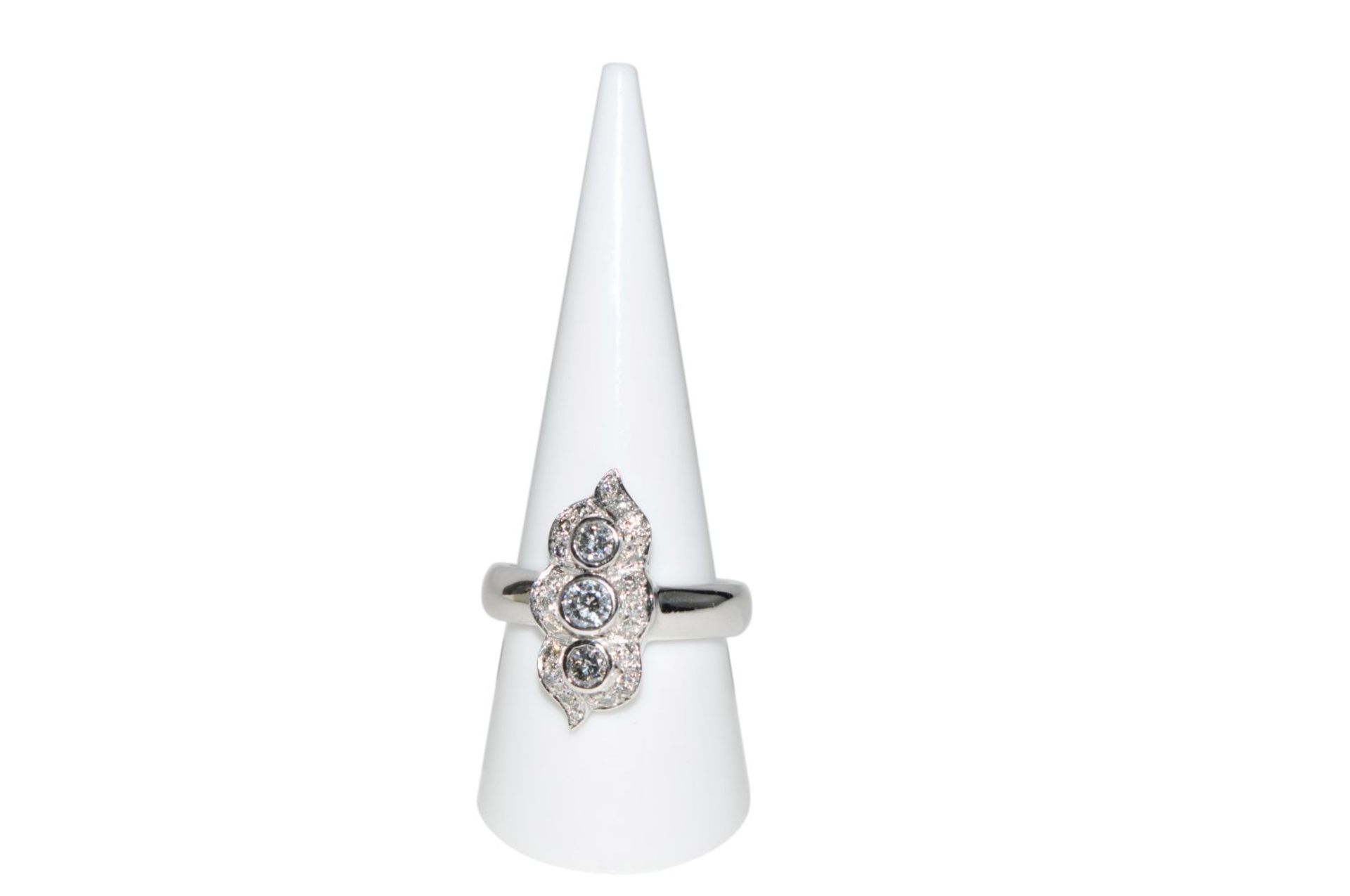 Los 109 - Diamond ring18Kt white gold ring with diamonds total carat weight approx. 1,17ct, total weight 9,7g,