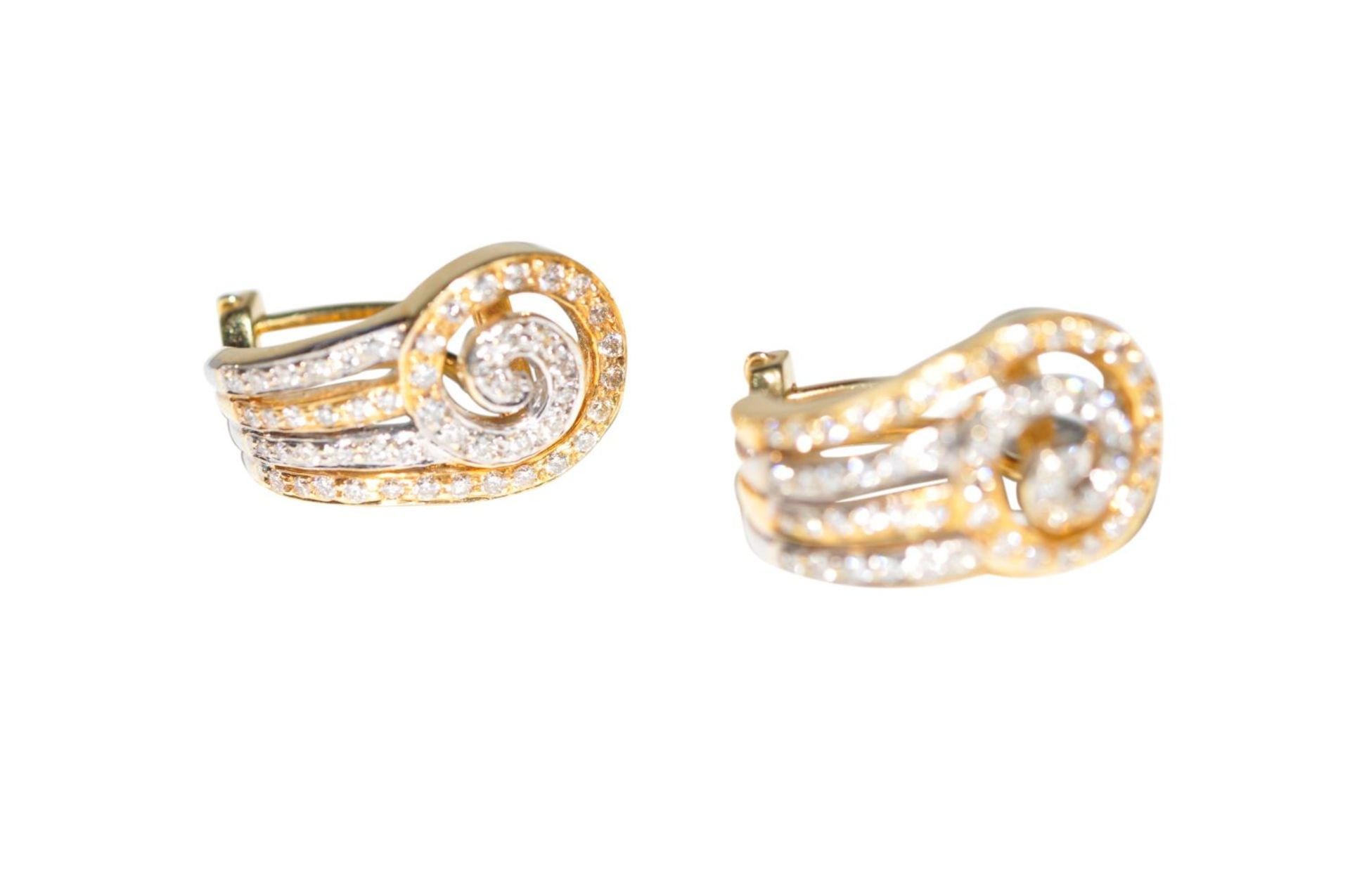 Los 107 - Ear clips18Kt white gold Ear-Clips with diamonds total carat weight approx. 1.12ct, total weight